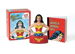 WONDER WOMAN TALKING FIGURE AND BOOK MINI KIT